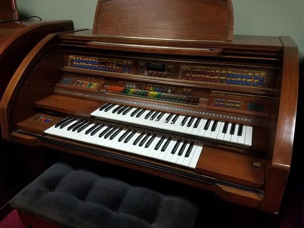 LOWREY Century Organ   -   STK# X273990
