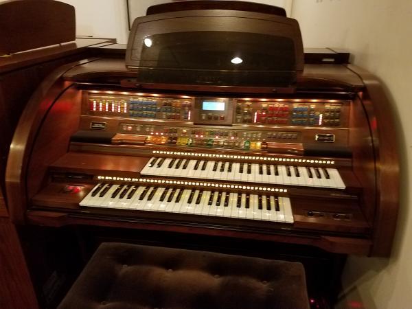 Pre-Owned LOWREY Legacy Organ