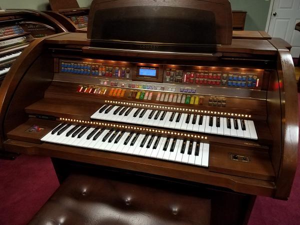Pre-Owned LOWREY Premier Organ